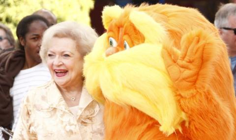 На 98 г. Бети Уайт поддържа форма с водка и пържени картофи