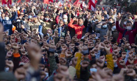 Хиляди на протест в Непал