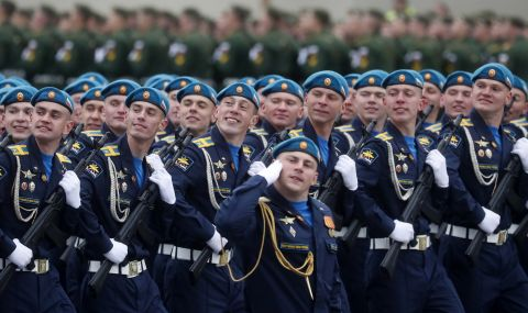 Русия ще разположи военни части близо до границата си