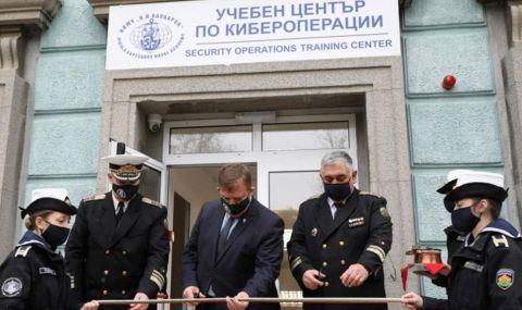 Каракачанов откри Център по кибероперации в Морското училище във Варна