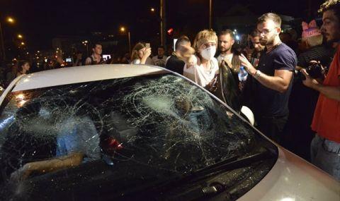Съдят двама, удряли колата на жената с децата при протеста на