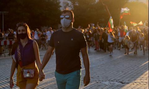 """""""Льо Монд"""": В България президентът призовава за оставка на """"мафиотското"""" правителство"""