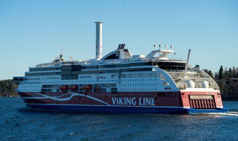 Издърпаха заседнал ферибот с 430 души на борда