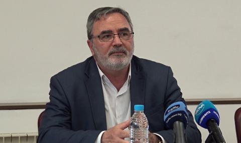 Доц. Кунчев: Дни наред убеждаваме Борисов да затегне мерките