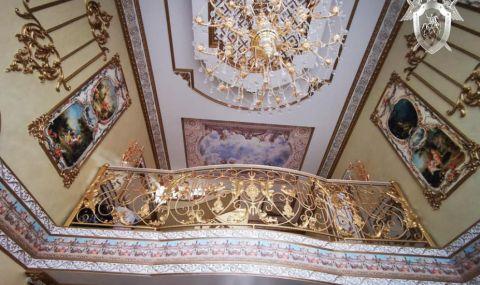 Катаджия се обзаведе със златни мебели - 2