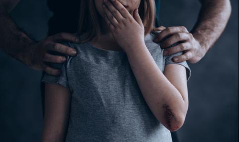 Задържаха военен, блудствал с дъщеря си, теглил порно от компютъра ѝ