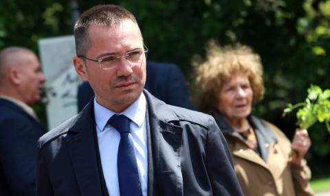 Ангел Джамбазки сам се е поставил под карантина в Брюксел