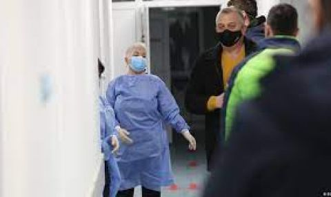 Починаха още 27 с коронавирус, в интензивното са 562-ма