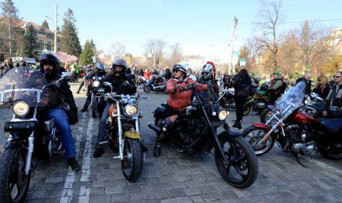 300 мотористи откриха рокерския сезон в Бургас
