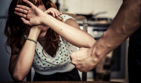 Мъж нападна и преби майка си на Бъдни вечер