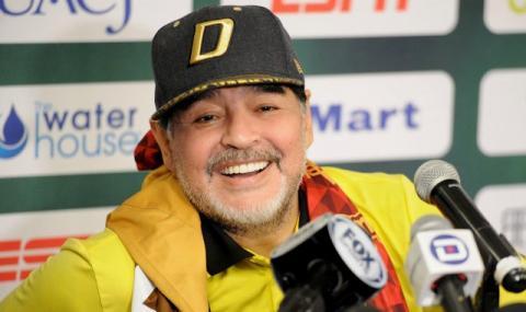 Марадона отново забавлява (ВИДЕО)