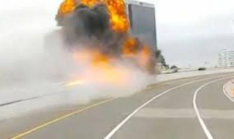 Цистерна с тонове гориво избухна в САЩ (ВИДЕО)