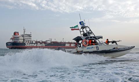 Напрежение! Иран задържа още един танкер