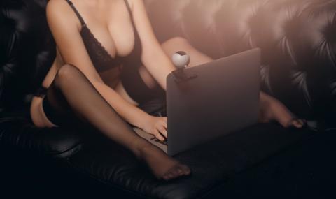 Истинската история на една онлайн проститутка по време на криза
