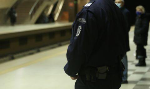 Арестуваха 71-годишен маниак, опипвал непълнолетна в градския транспорт - 1