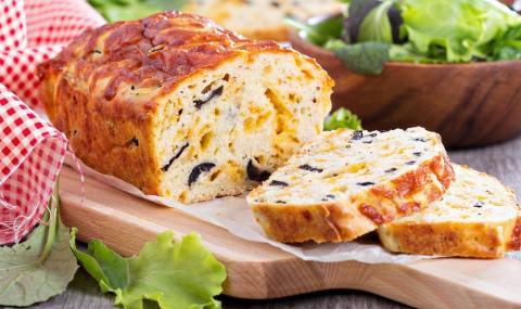 Рецепта на деня: Солен кекс с шунка и маслини