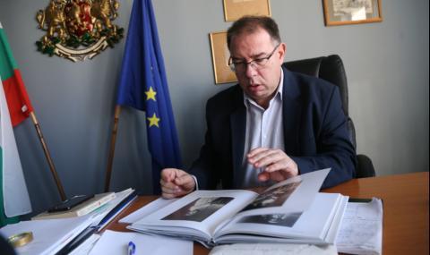 Доц. Михаил Груев: Русия няма да пострада, ако признае, че писмеността ѝ идва от България