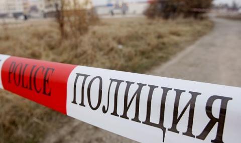 Откриха мъртва жена в двора на производствена база