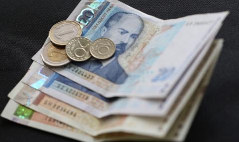 В Русе всеки десети взема и заплата, и пенсия