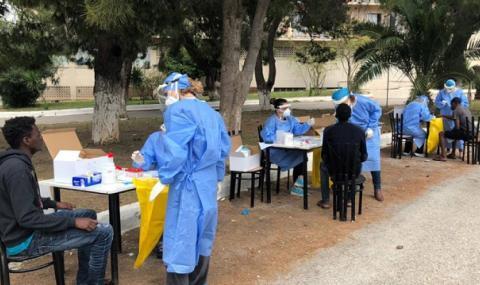 Българка е заразена с коронавирус в мигрантския хотел в Гърция