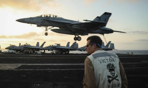 Генерал заплаши да потопи американски самолетоносач