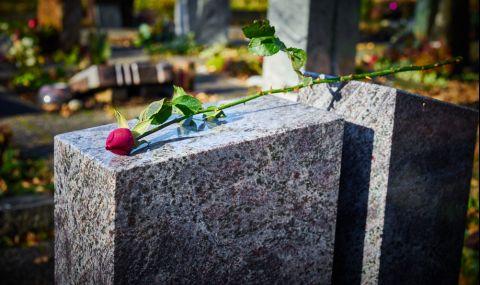 Надгробен камък стана сензация в интернет (ВИДЕО)