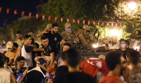 Тунис отново е под еднолично управление - 1
