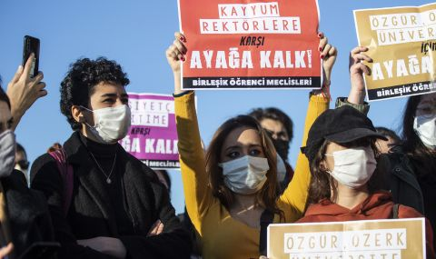 Стотици арестувани на студентски протести в Турция