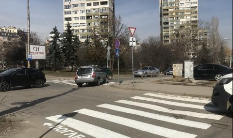 Неадекватен шофьор помете жена на пешеходна пътека