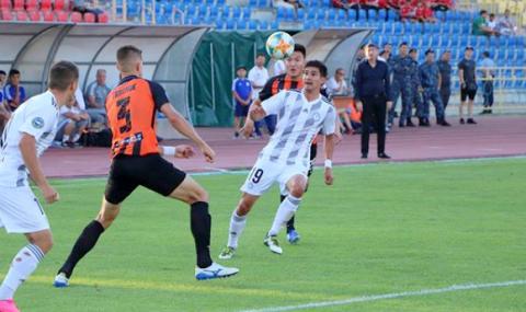 Прекратиха футболно първенство с редица българи заради коронавируса