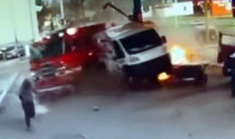 Пожарна кола се заби в бензиностанция след инцидент с джип (ВИДЕО)