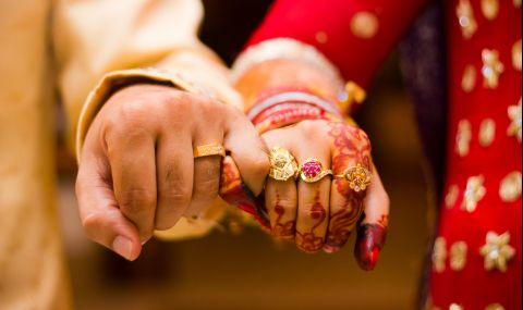 Индийска двойка се ожени в самолет заради мерките срещу COVID-19 (ВИДЕО) - 1