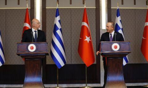 Балкански скандал! Външните министри на Гърция и Турция спориха на пресконференция