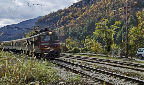 Възстановено е движението на влаковете в междугарието Горна баня-Владая