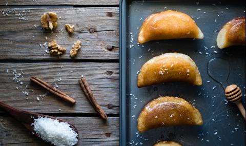 Рецепта на деня: Сиропирани кифлички с мед и орехи