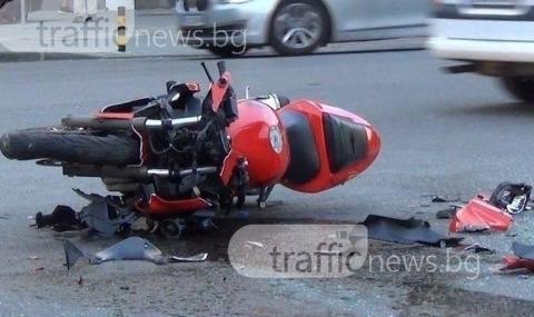 Моторист се вряза в трактор и загина