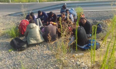 Бежанци щурмуват границата ни с Турция - 1