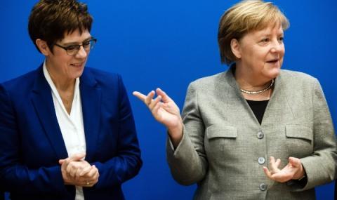 Меркел подкрепя Каренбауер