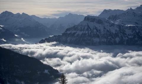 Лавини убиха алпинисти в швейцарските Алпи