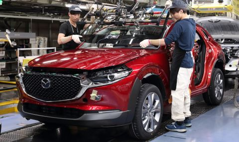 Защо Mazda драстично намалява производството си?