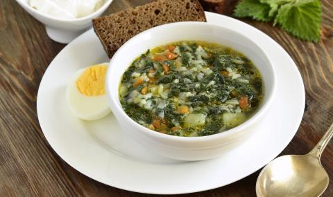 Рецепта на деня: Пролетна супа с лапад и коприва