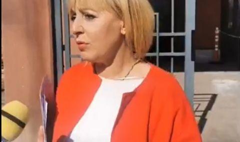 Борисов не се яви на делото с Манолова за клевета, отложиха го
