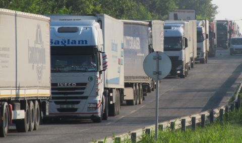 Турски тираджия загина при нелеп инцидент в Хасковско