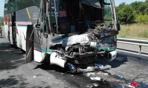 Автобус с 40 русначета катастрофира между Китен и Приморско