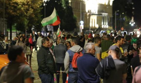 82-ра вечер на протести в София