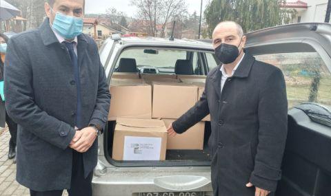 България дари хранителни продукти за социално слаби семейства в македонската община Берово