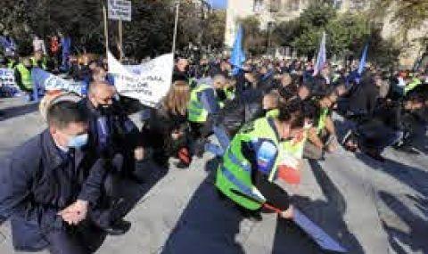 Полицаите излизат на протест за по-високи заплати