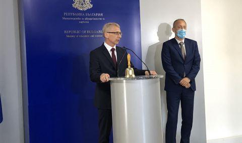 Новият просветен министър встъпи в длъжност, матурите остават по план