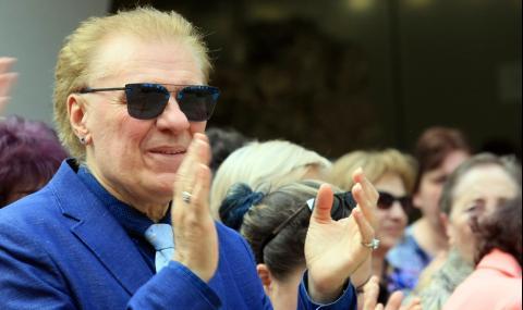 Васил Найденов стана на 70
