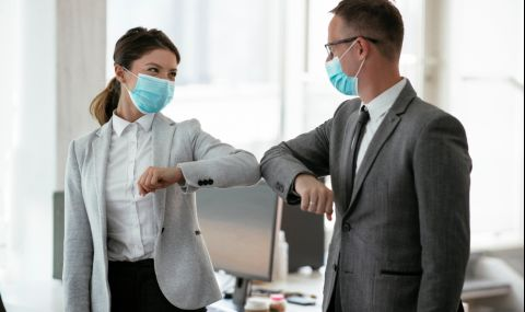 Лекар обясни след колко време общуване с болен от COVID-19 ще се заразим